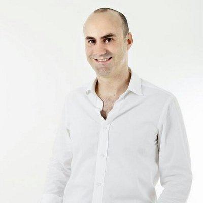 Álvaro López: Deja su trabajo para vivir de sus talentos