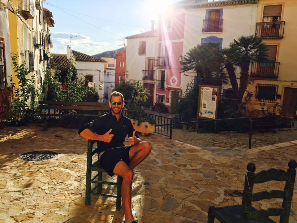 Oliver Oliva: De Periodista Político a Buscador de la Felicidad